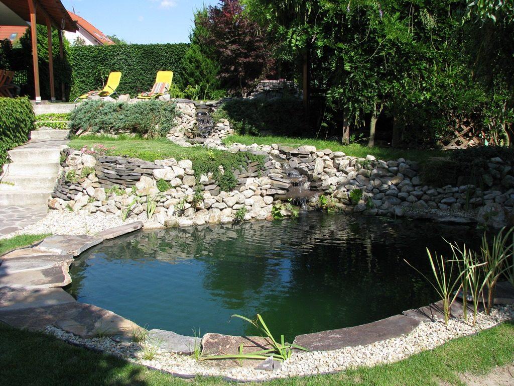 Malé-kúpacie-jazierko-prepojené-potokom-s-čistiacim-jazierkom-1024x768