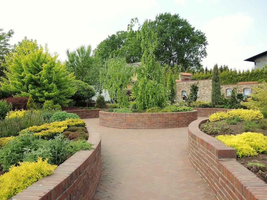 Záhrada-s-vyvýšenými-záhonmi-1024x768