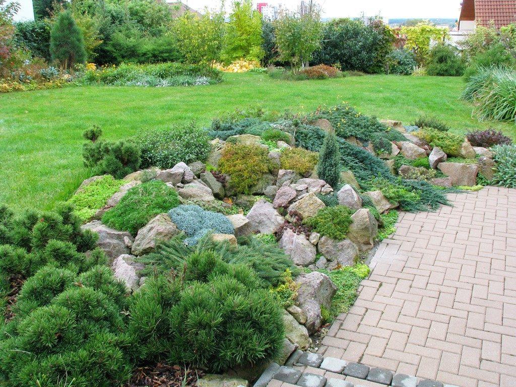 Záhrada-so-skalkou-po-viacerých-rokoch-od-realizácie-1024x768